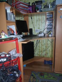 Стол прямой с надстройкой и угловой стол и стул. - SAM_0006.JPG